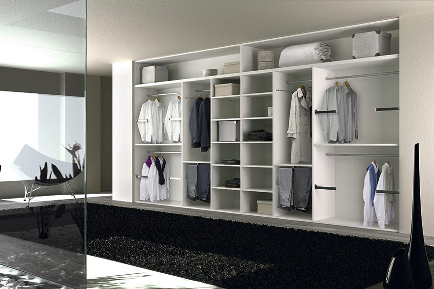 Armario blanco abierto para vestidores