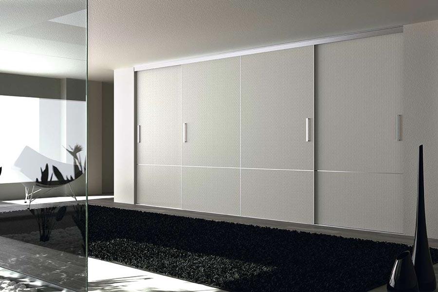 Armario blanco con puertas para vestidores