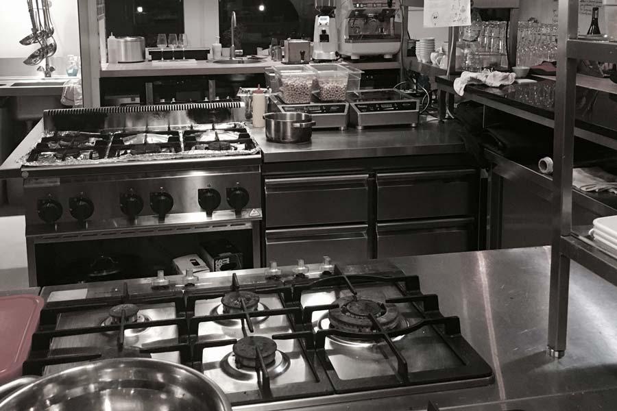 Encimera de cocina industrial con acero inoxidable