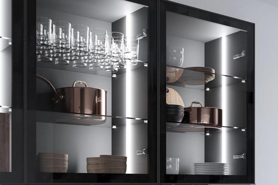 Iluminación de los muebles altos de la Cocina Fénix